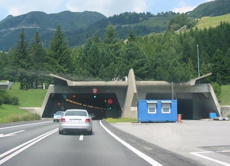Gotthard Autotunnel (Швейцарь) - 54.2 сая ам.доллар / км