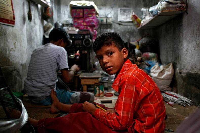 Бангладеш хүүхдүүдийн хөөрхийлөлтэй амьдрал