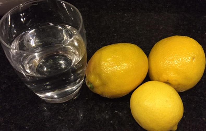 Хоёр 7 хоногийн турш Лимонтой ус уугаарай! Таны эрүүл мэнд, гоо сайханд ийм өөрчлөлт гарна