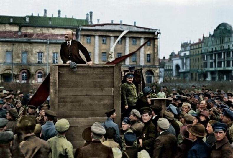 Октябрийн хувьсгал, 1917 он.