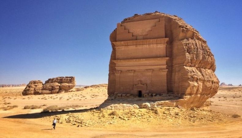 Мадайн Салих - Саудын Араб дахь ордон бөгөөд ойролцоогоор 2000 жилийн өмнө асар том хаднуудыг сийлж бүтээсэн