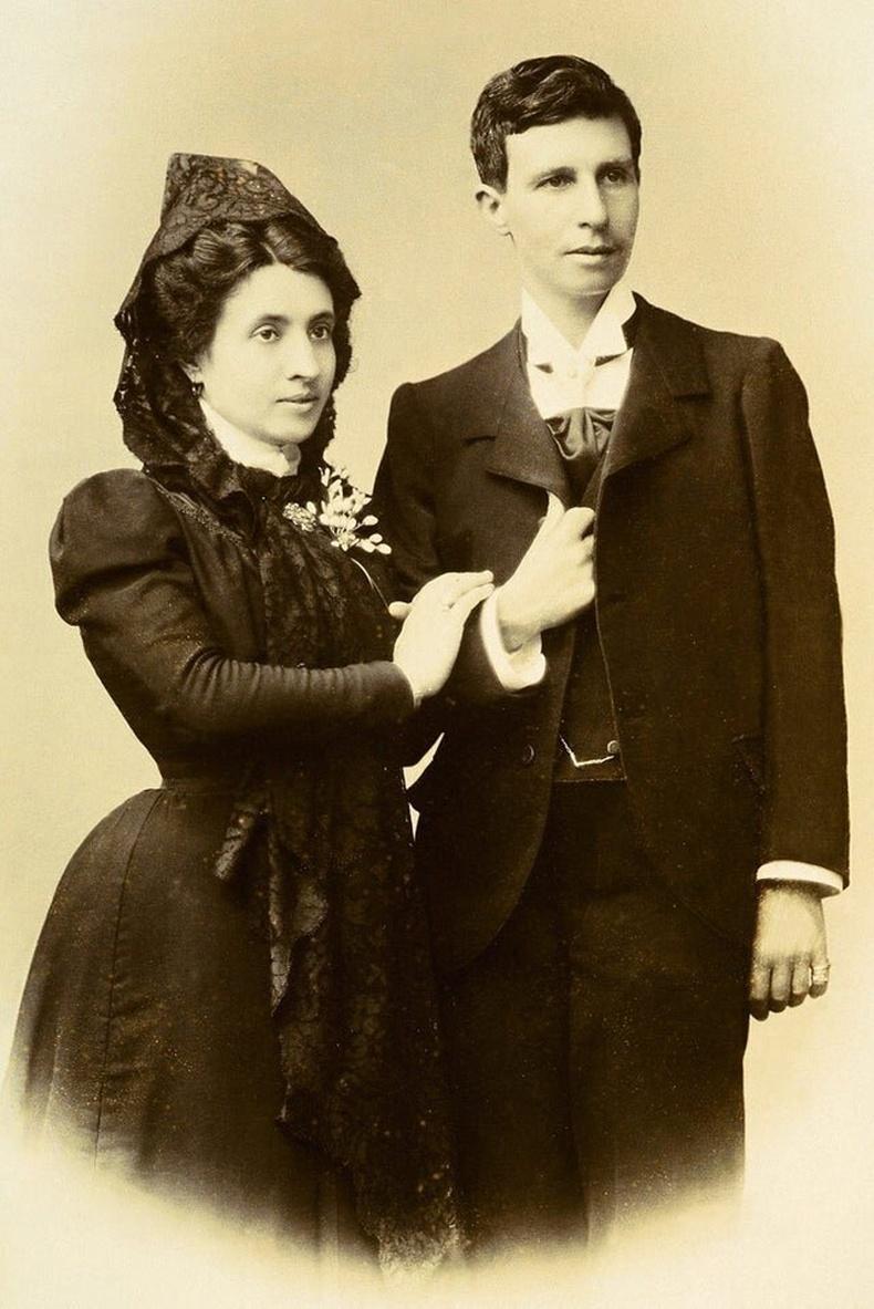 Ижил хүйстэн хосууд эртнээс гэрэлдэг байжээ. Марсель Грасия Ибеас, Элиза Санчес Лориатай нарын хуримын зураг - 1901 он