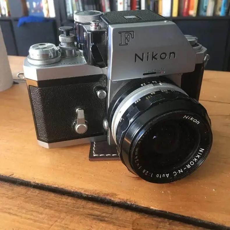 1971 онд үйлдвэрлэгдсэн Nikon F аппарат