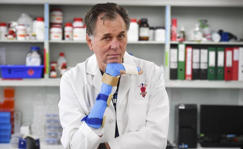 Хеликобактерийг судлахын тулд өөрийн ходоодоо шархлуулж туршсан эрдэмтэн