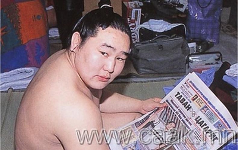 Японы сумо Монголын их аваргад ялагдлаа