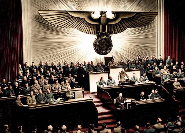 Герман улс АНУ-д дайн зарласныг Гитлер мэдэгдэж буй нь. 1941 оны 12 сарын 11