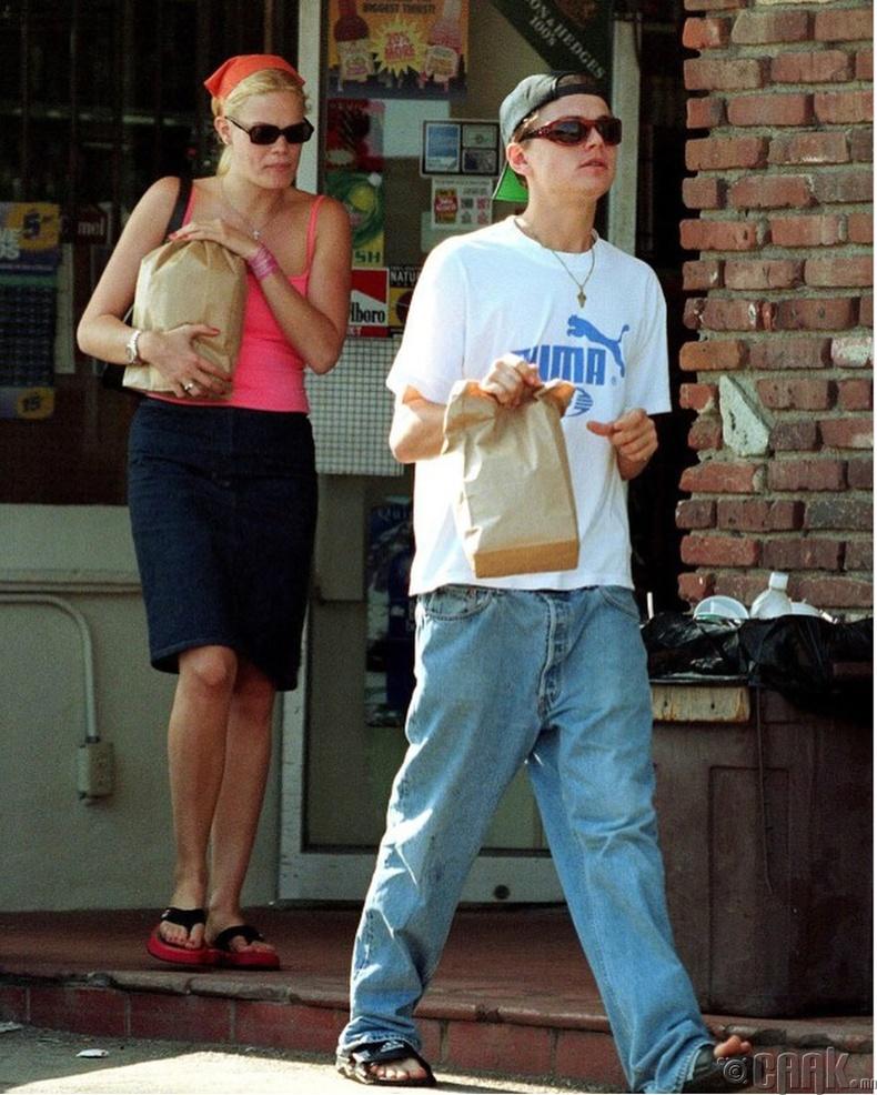 Леонардо Ди Каприо, Кристиан Занг (Leonardo DiCaprio, Kristen Zang) нар Санта Моника хотод амарч байгаа нь, 1999 он