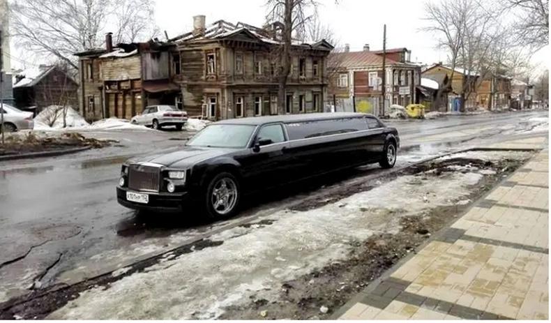Ядуусын хороолол дахь лемузин - Москва