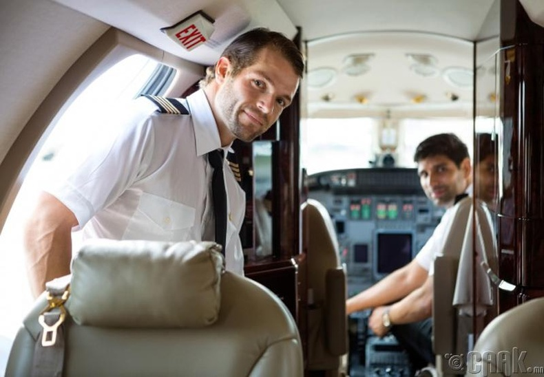 Ахмад, нисгэгч хоёрын хоол тусдаа