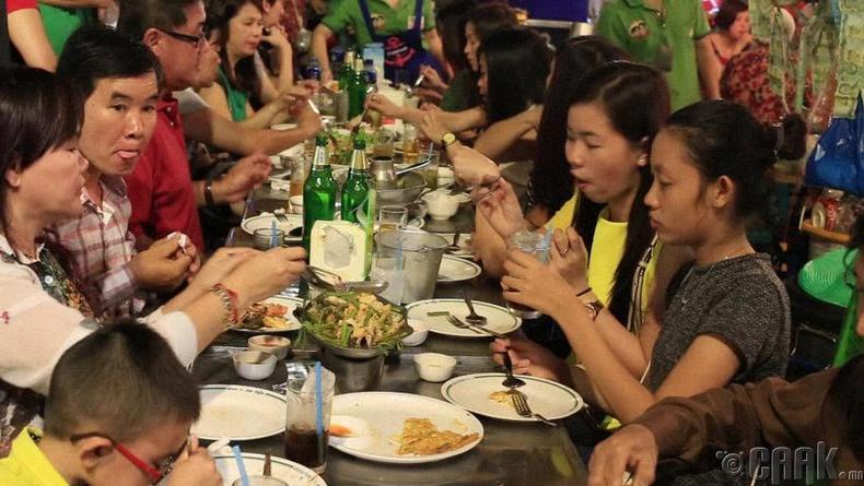 Тайландууд гэртээ бараг л хоол хийдэггүй