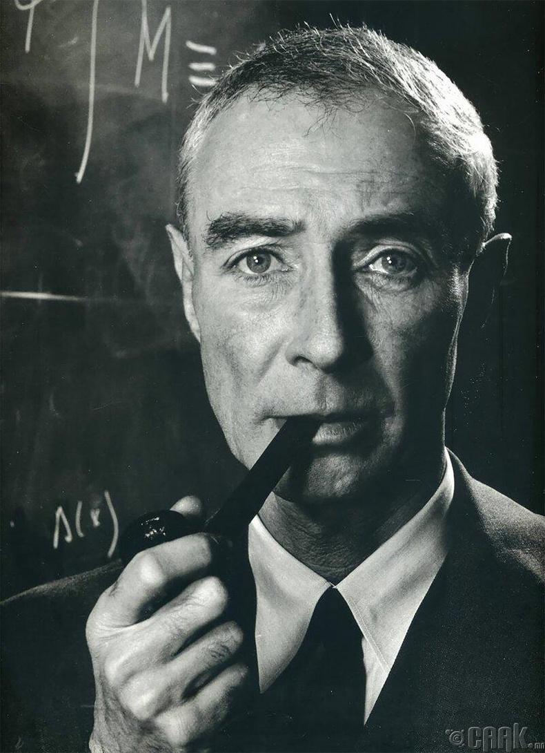 Америкийн физикч Роберт Оппенхеймер, 1958 он