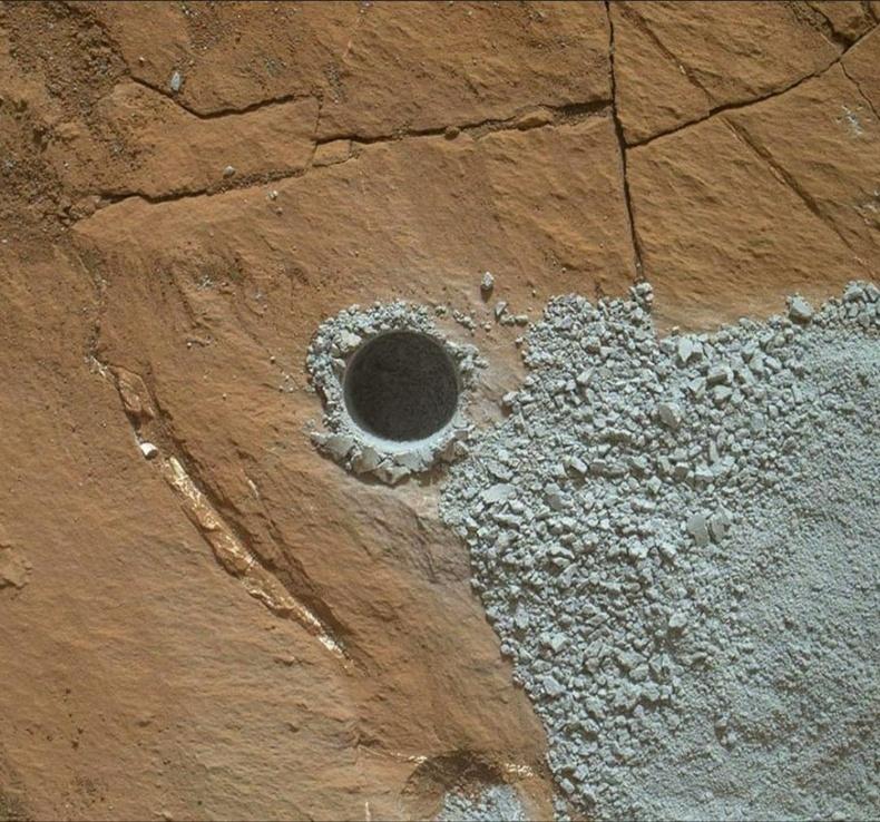 Ангараг дээр ухсан нүх