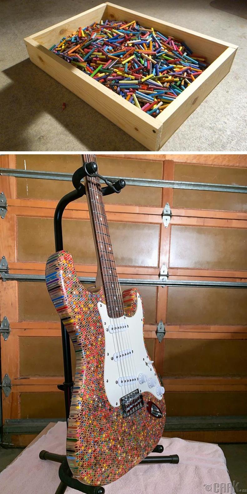 1200 гаруй ширхэг өнгийн харандааг ашиглан цахилгаан гитар бүтээжээ