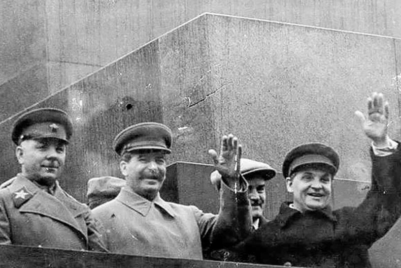 Олны өмнө Сталиныг цохисон сонсогч
