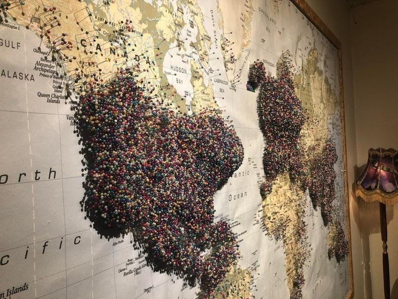 """Исландын нийслэл Рейкьявик хотын Аврора музейд байдаг """"Та хаанаас ирсэн бэ?"""" газрын зураг"""