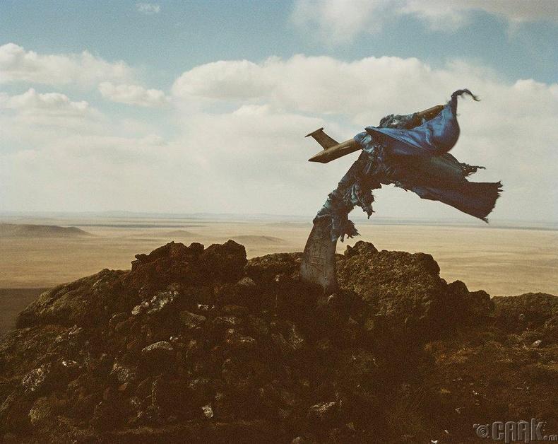 Өнгөрсөн жил тэрээр Сүхбаатар аймгийн хамгийн өндөр цэг Шилийн Богд уулан дээр гарсан байна