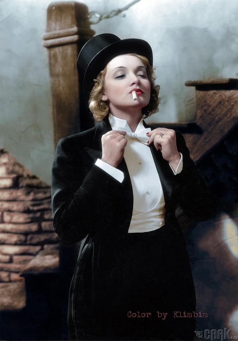 """Жүжигчин Марлен Дитрих """"Марокко"""" киноны зураг авалтын үеэр - 1930 он"""
