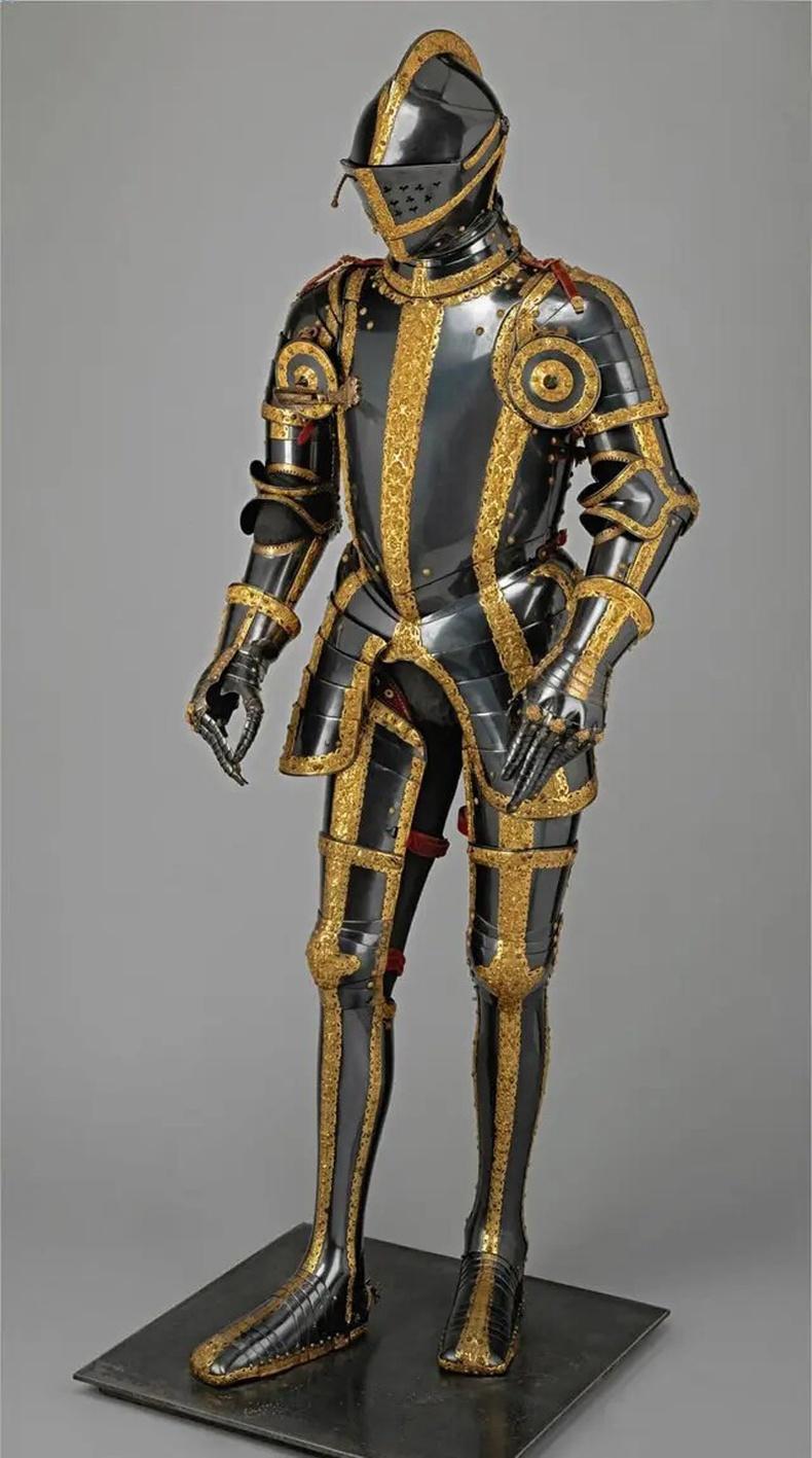 Ариун Ромын эзэнт гүрний хаан 2-р Максимилианы алтадмал хуяг