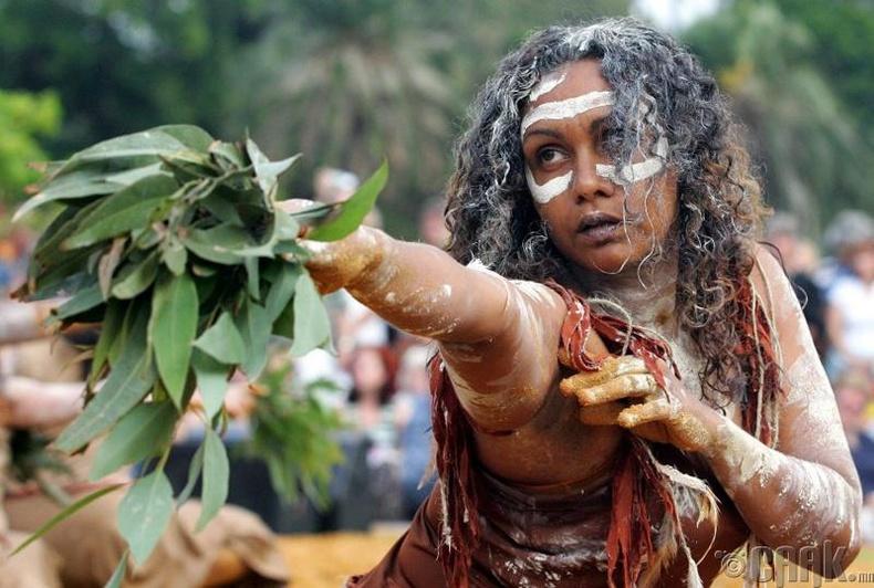 Аборигенчүүд Ахмад Күүкийг идсэн