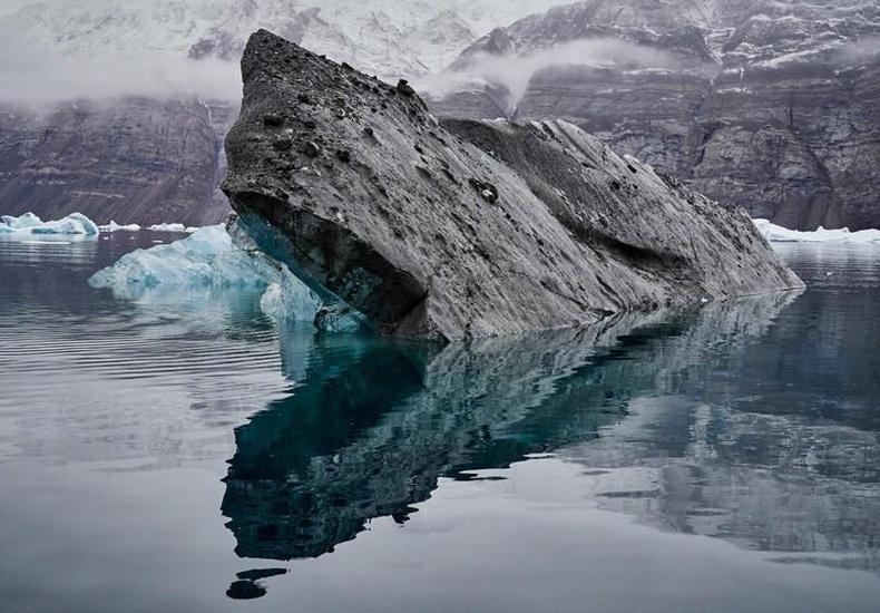Шороонд дарагдсан мөсөн уул