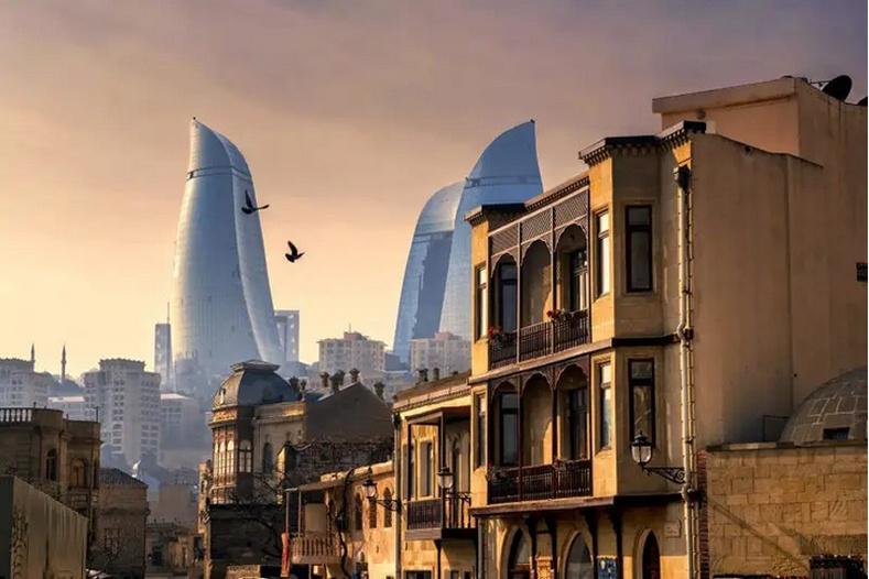 Баку хотын хөгжил - Азербайжан