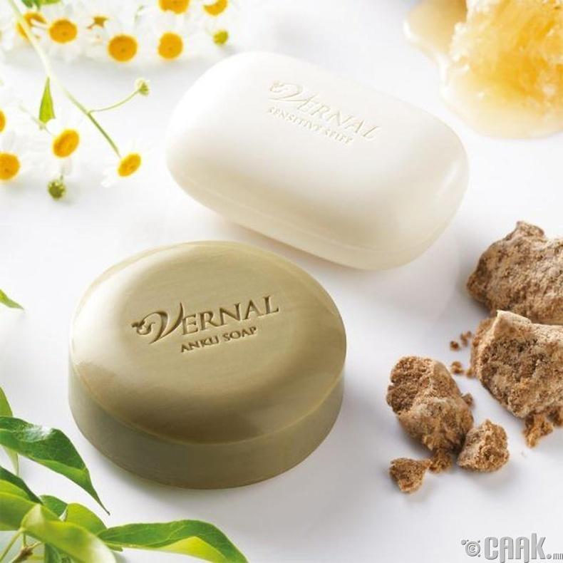 """""""Vernal"""" – Японы нүүр цэвэрлэгч эмчилгээний хос саван"""