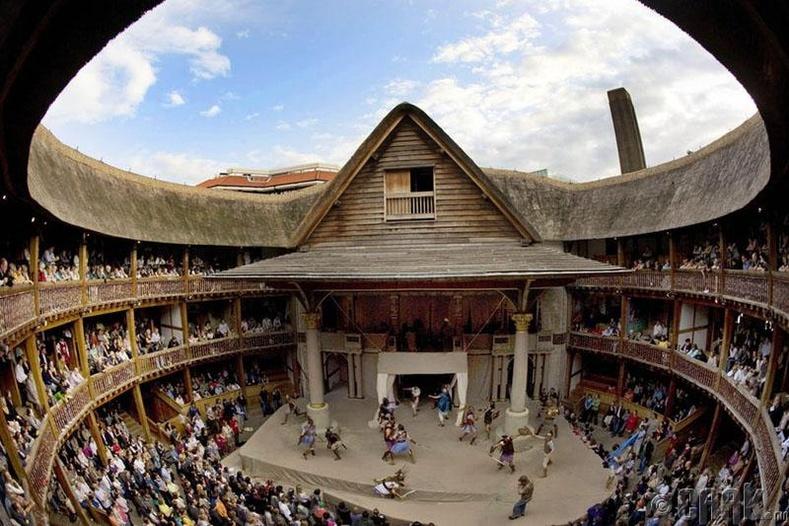Таван евро төлөөд Шекспирийн театрт орох боломжтой