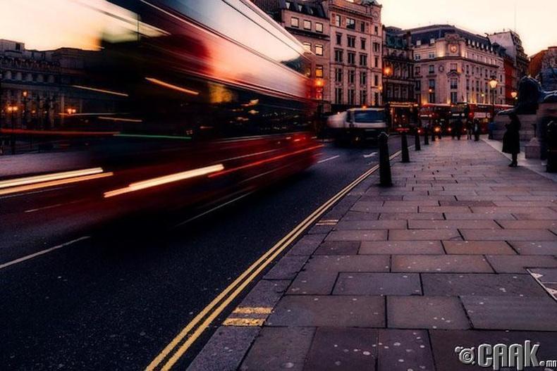 Лондоны сүнстэй автобус
