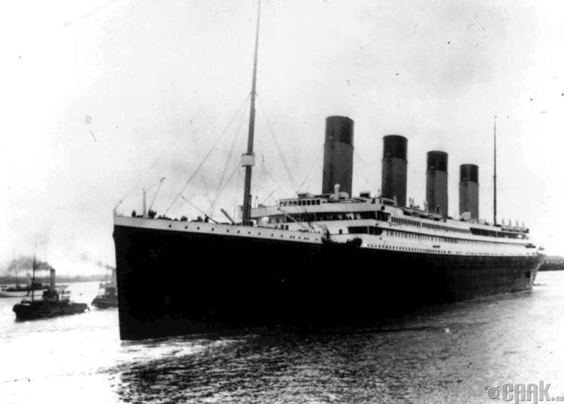 Титаник хөлөг живсэн тэр жил АНУ-д анхны витамин үйлдвэрлэгдэж, патент авч байв.