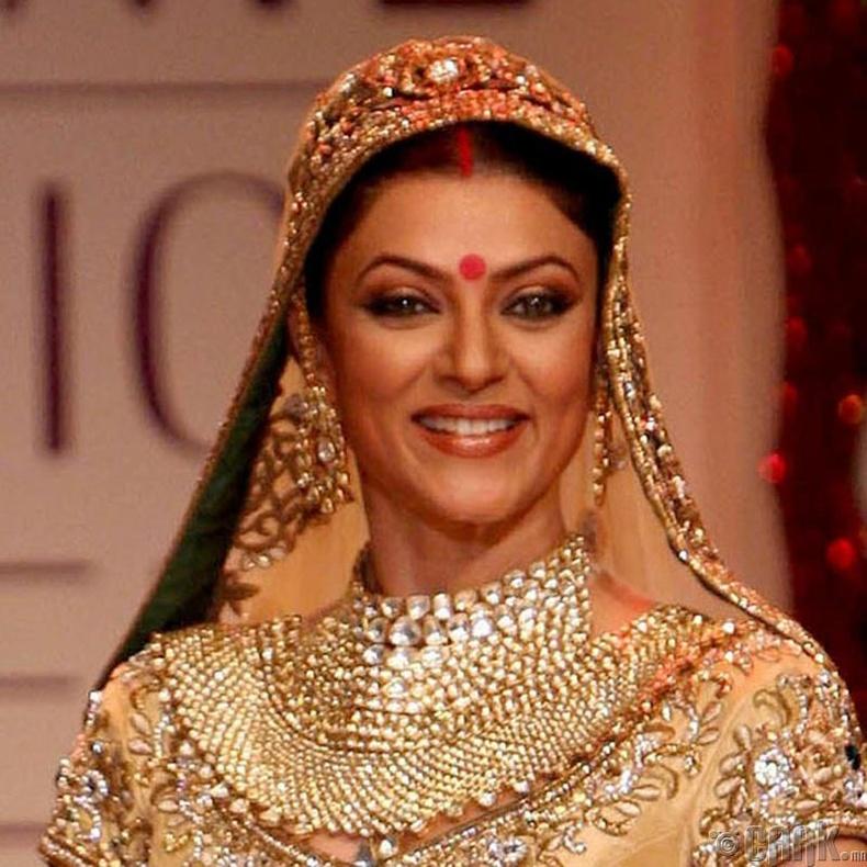 """""""Miss Universe-1994""""-ын ялагч:  Энэтхэгийн гоо бүсгүй Сушмита Сен, 18 настай, 175 см өндөр."""