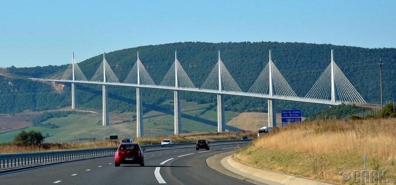 """""""Millau Viaduct"""" автозамын дүүжин гүүр"""