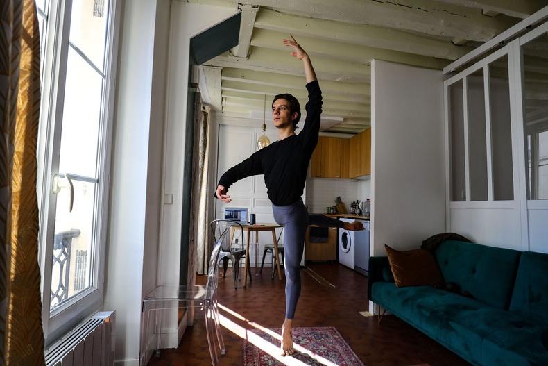 Франческо Мура, Парисын дуурийн балетын Итали бүжигчин