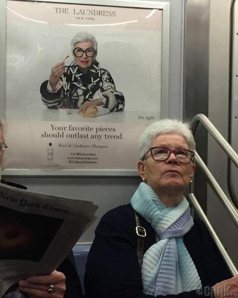 Мөн л метроны самбар дээрээс