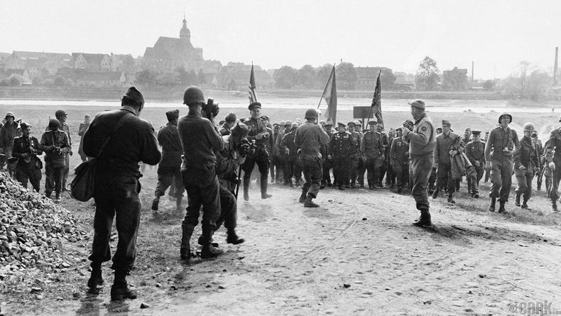Элба гол дээрх Зөвлөлт-Америкийн цэргүүдийн уулзалт