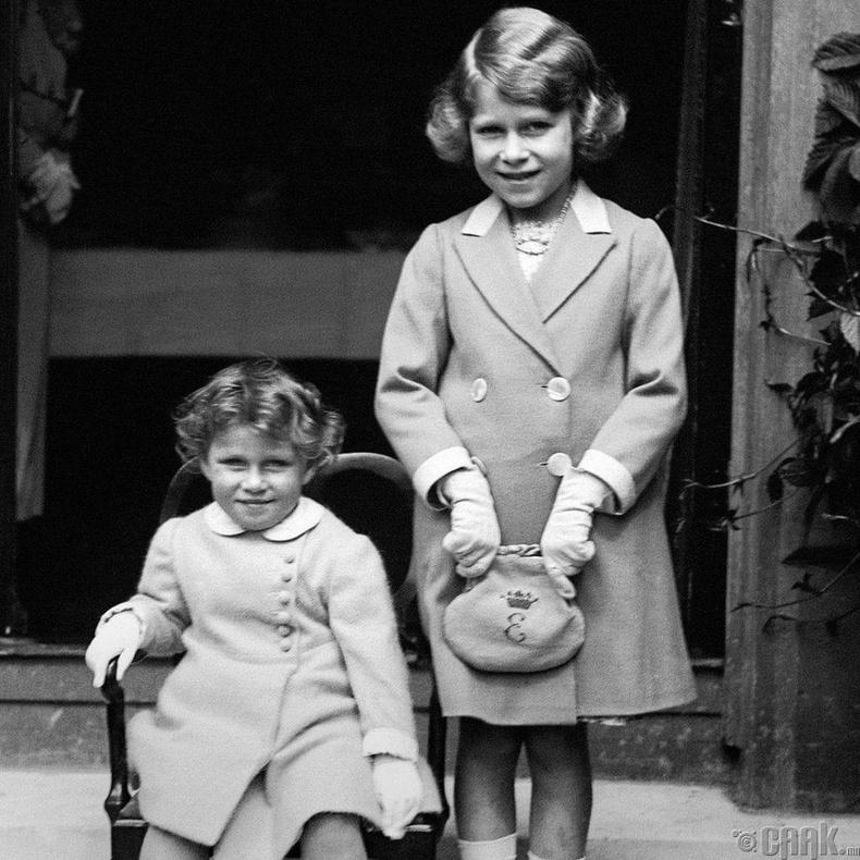 1933 онд, дүү Маргарет Рөүзийн хамт