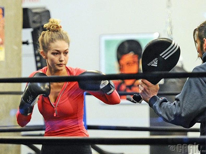 Боксоор хичээллэх