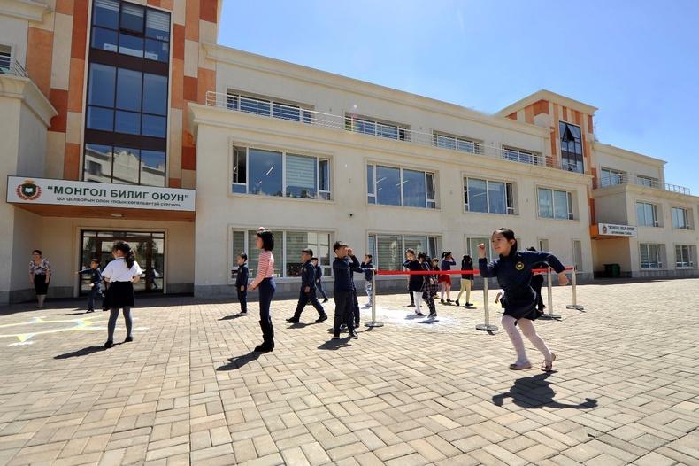 """Cambridge-ийн олон улсын хөтөлбөрийг хэрэгжүүлэгч, 1000 хүүхдийн багтаамжтай """"монгол билиг оюун"""" сургууль"""