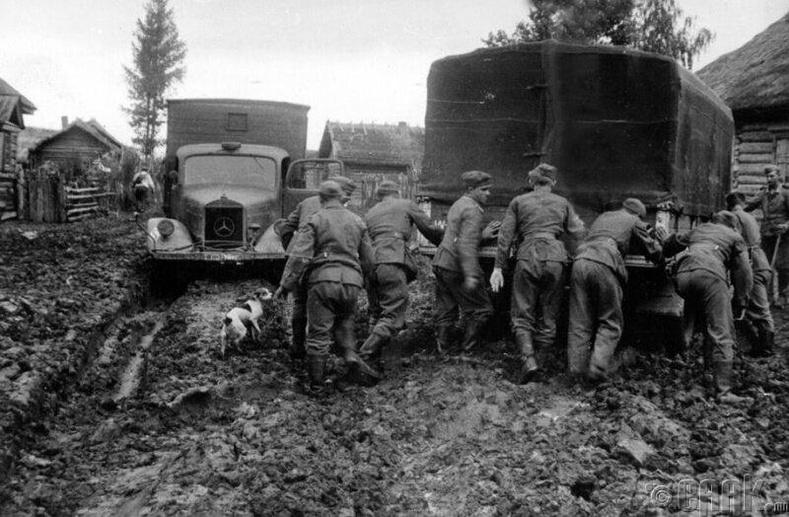 """Мерседес"" ачааны машинууд Зөвлөлтийн замд, 1941 он"