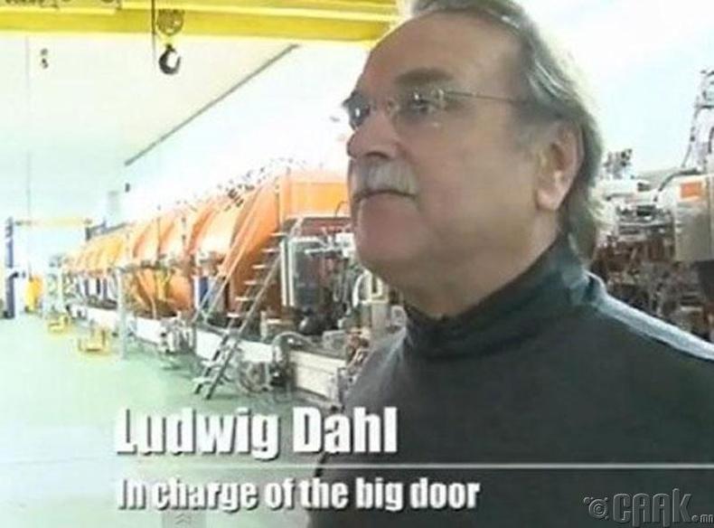 Людвиг Дал, том хаалга хариуцагч