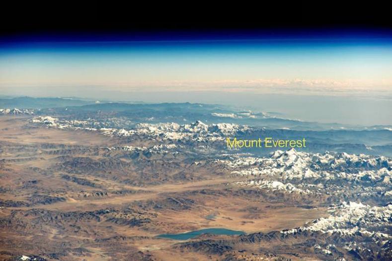 Эверест уул сансраас харагдаж буй нь