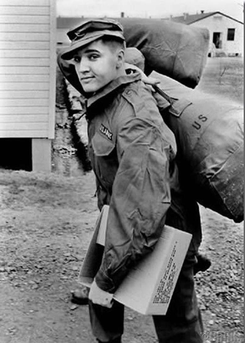 Элвис Пресли (Elvis Presley) АНУ-ын цэрэгт алба хаахаар явах үедээ