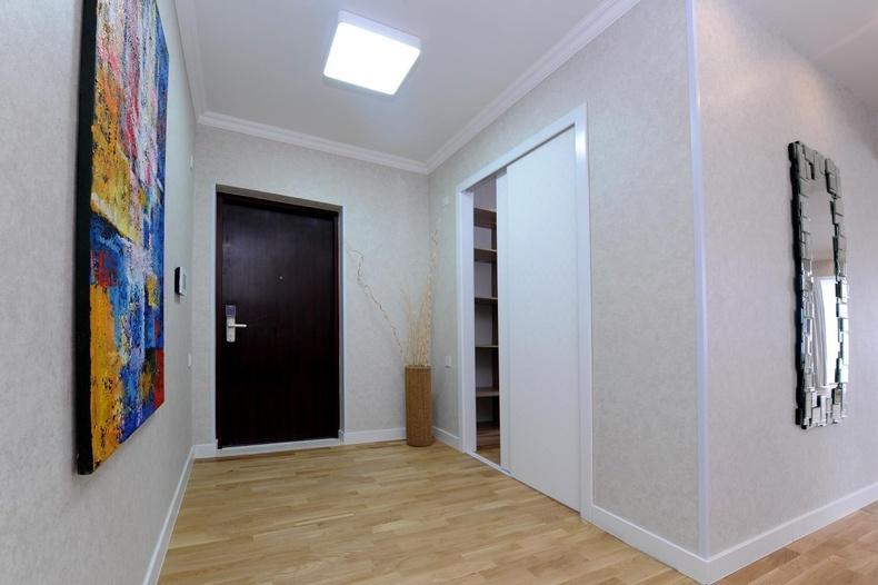 Германы сайн чанарын haffele брэндийн тоноглолтой үүдний хэсэгт байрлах хувцасны өрөө