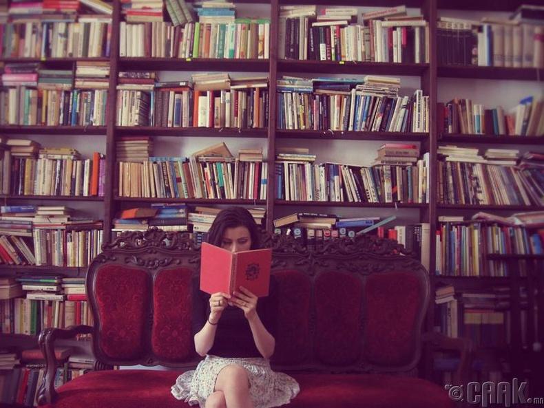 Ном унших дуртай байх