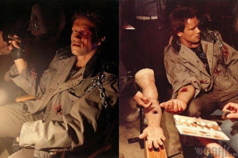 """Шварценеггер """"Terminator"""" киноны зураг авалтад бэлдэж буй нь"""