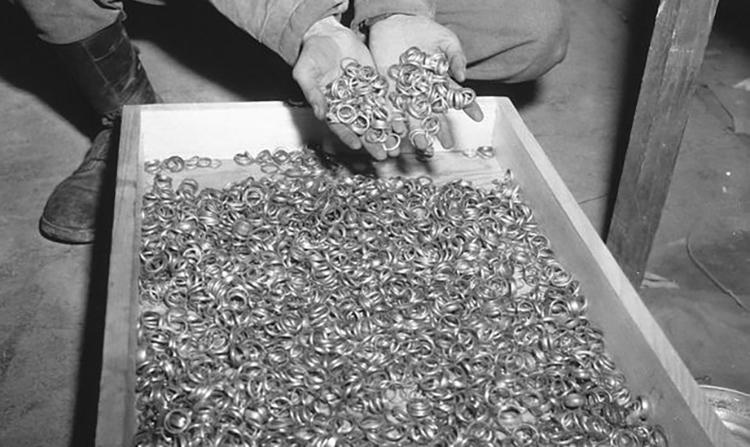 Нацистуудын тоносон алт эрдэнэс илэрчээ