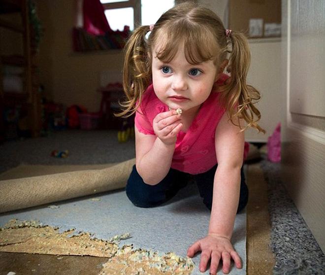Хивс иддэг 4 настай охин