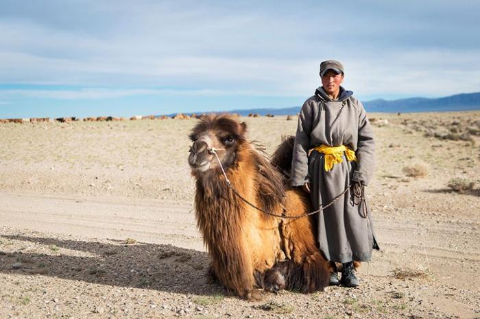 Монголоор дайрсан мотоциклтэй аялал