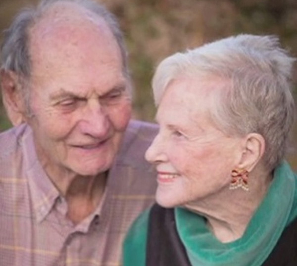 62 жил хамт амьдарч, нэг өдөр нас барсан хосууд