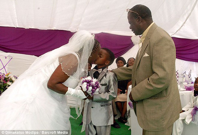 8 настай хүү 61 настай эхнэртэй боллоо
