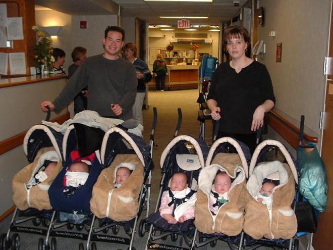 6 ихэр хүүхэд төрүүлсэн ээж
